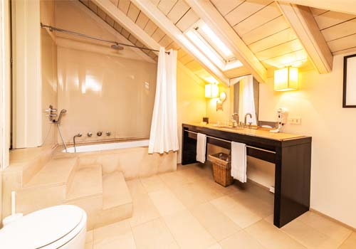 Bathroom Sunny Suite